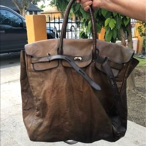❤️NEW LISTING❤️ Número 10 leather travel bag